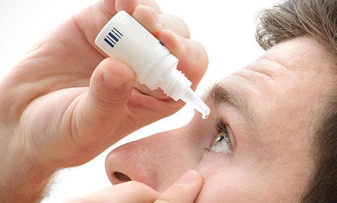 dùng thuốc trực tiếp vào mắt