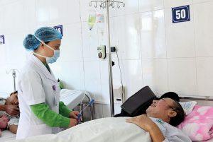 Truyền thuốc cho người bệnh